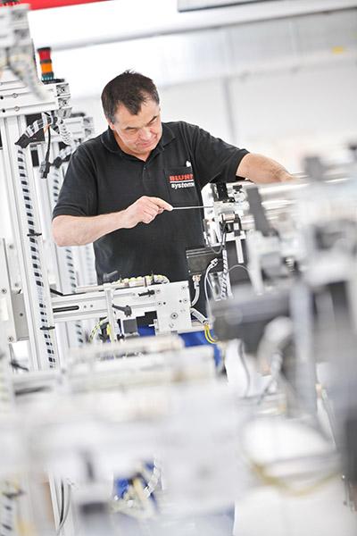 Bluhm Systeme entwickelt, konstruiert und produziert Kennzeichnungssysteme