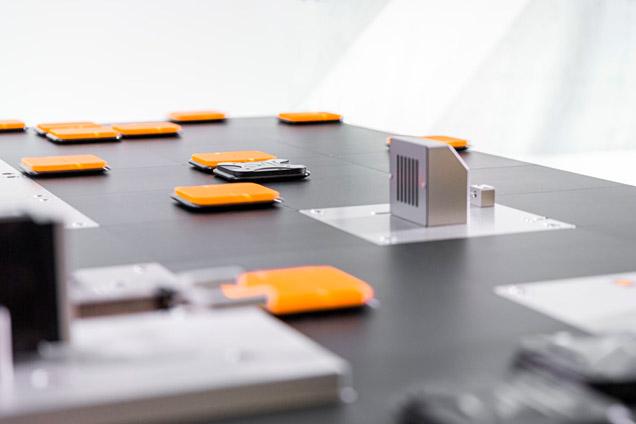 Durch die Auflösung des linearen Produkttransports wird mit ACOPOS 6D ein mehrdimensionaler Produktionsraum geschaffen.