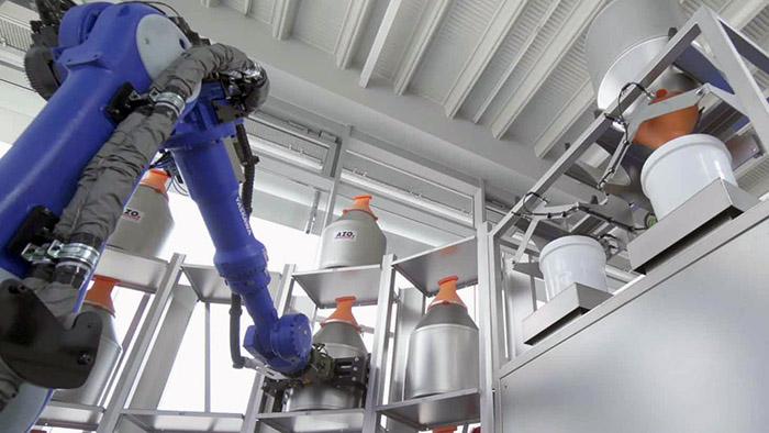Roboterbasierte Rohstoff-Automation von Klein- und Kleinstmengen mit dem AZO RoLog