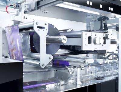 Schlauchbeutelmaschine in eine schaltschranklose TLM-Maschine integriert