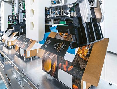 Das kostengünstige, leicht zu verarbeitende Design der Schachteln für das Bag-in-Box-Konzept wurde von Schubert neu entwickelt