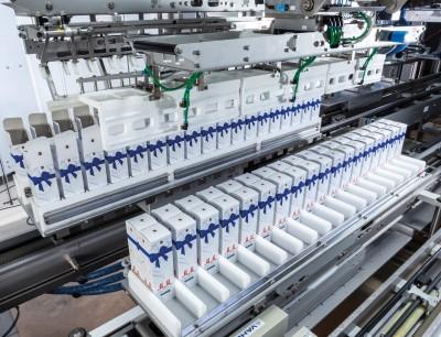 Die schnittstellenfreie kompakte Anlage bietet vielfältige Flaschen- und Endverpackungsformate für effiziente Verpackungslösungen