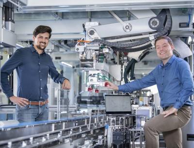 Michael Döring, Leiter Schubert Motion in Dresden, und Florentin Rauscher, Entwicklungsingenieur für optimale Steuerungen, zeigten auf der Fachpack 2021 erstmals Roboter mit Schubert Motion Technologie