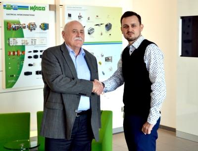Jörg Hampl übergibt die Leitung des Wago-Werks Sondershausen an Yannick Weber