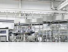 Streckblasmaschine, Etikettierer und Füller von KHS