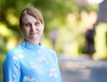 Heléne Gunnarson lebt mit ihrem Mann und beiden Kindern auf dem Bauernhof Snickerns