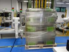 """Mit dem """"Pallet-Labeling-Robot"""" blitzschnell und sicher angebracht werden"""