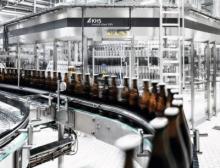 Mit der Innofill Glass DRS kann die bayerische Brauerei bis zu 36.000 standardisierte Poolflaschen, Longneck- (0,33 Liter) und NRW-Flaschen (0,5 Liter) abfüllen