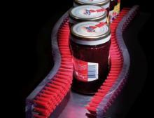 Fördern, verpacken, etikettieren: Das Falten von Kartonagen und das Labeln von Dosen