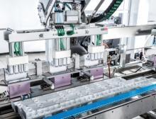 Äußerst flexibel verpackt die kompakte Schubert-Anlage bei TCI aktuell zwei verschiedene Flaschengrößen