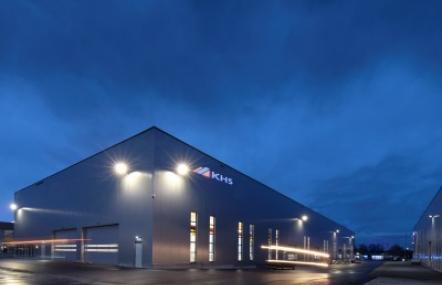 Mit einer neuen Halle erhöht KHS seine Produktionskapazitäten